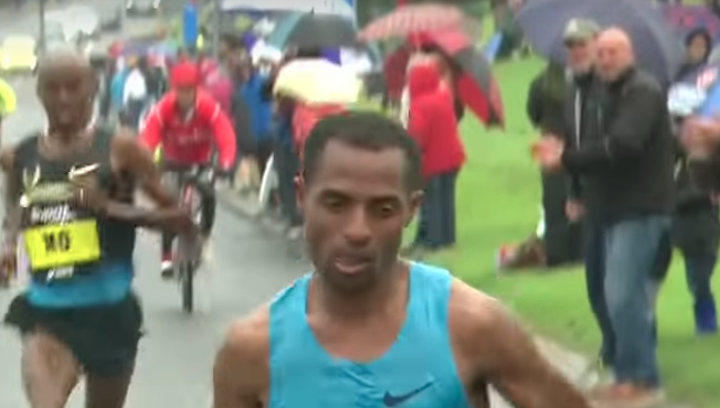 Kenenisa Bekele moves his head from side to side